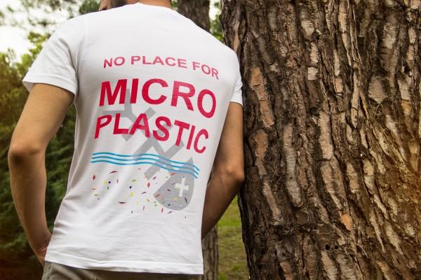 Themen T-Shirt weiß von www.abstreichkarten.de - NO PLACE FOR MICROPLASTIC